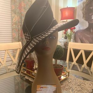 Lily and Taylor Accessories - Lily and Taylor black and white hat